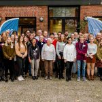 Gegen Vorurteile Zwischen Alt Und Jung In Neumünster: Mit Dem Roten-Punkt-Fahrdienst Klimafreundlich Zur Nächsten AHA-Effekt Veranstaltung
