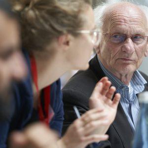 Von Buttons Und Gesprächsbänken, Die Die Generationen In Freiburg Zusammenbringen Sollen